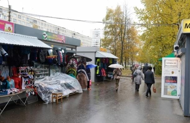 В Выборгском районе прошел рейд против нелегальной торговли