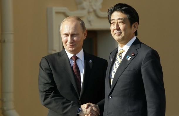 Японский премьер подарил Путину набор для рыбалки