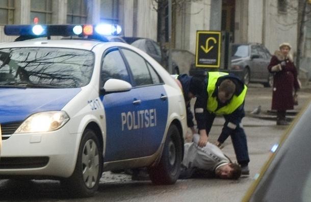 В Эстонии девятиклассник застрелил учителя на уроке