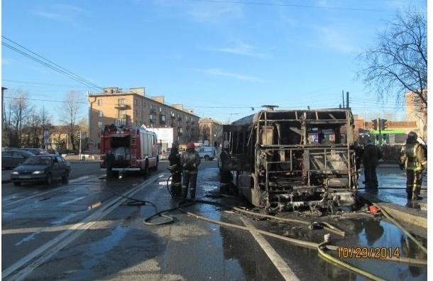 В Петербурге загорелся автобус с пассажирами