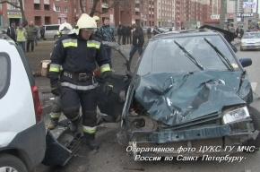 В Петергофе в аварии с автобусом пострадал один человек