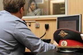 Петербурженка ударила ножом участковую