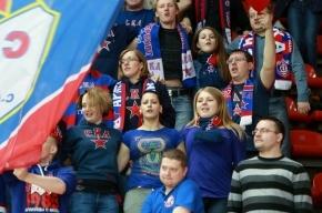 В матче СКА – «Слован» шайба попала в лицо болельщице