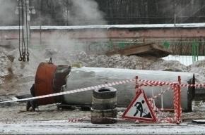 В Калининском районе движение ограничено из-за прорыва трубы