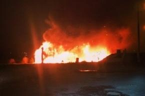 В Петербурге ночью сгорел плавучий ресторан «Усадьба»