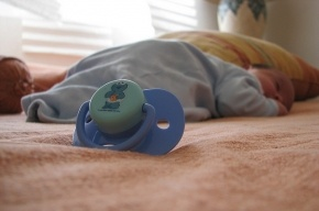 В Колпино у пьющих родителей умер грудной ребенок