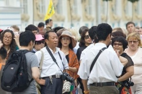 Иностранные туристы стали реже посещать Петербург