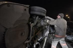 Спасатели вырезали из машины пострадавшего в массовом ДТП в Кронштадте
