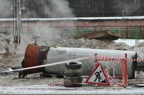 Прорыв трубы на Наставников заблокировал движение транспорта