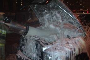 Шесть автомобилей сгорели в Петербурге минувшей ночью