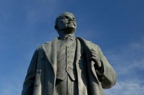 В Ленобласти возбудили уголовное дело из-за свастики на памятнике Ленину