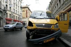 В аварии с маршруткой на Серебристом бульваре пострадали три человека