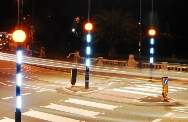 Пешеходные переходы в Петербурге подсветили светодиодными фонариками