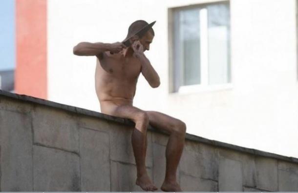 Павленский отрезал себе мочку уха