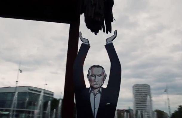Путин стал ножкой гигантского стула в Женеве