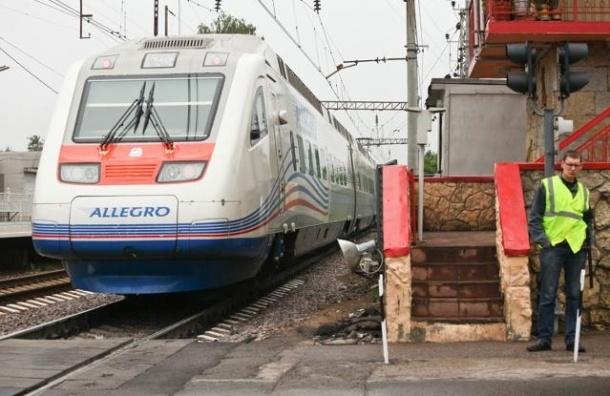 В Петербурге три человека погибли под колесами поезда