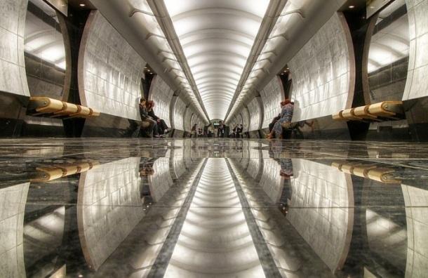 На станции «Международная» в Москве женщина погибла под колесами поезда