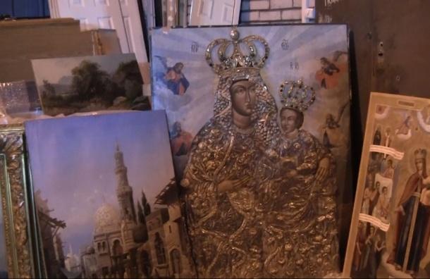 В Петербурге нашли ангар со спрятанными иконами и картинами на $50 млн