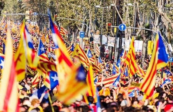 В Каталонии начался неофициальный референдум о независимости