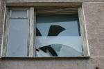 Фоторепортаж: «Разбитые окна на Среднем проспекте»