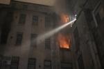 Фоторепортаж: «200 спасателей тушили пожар в центре Петербург»