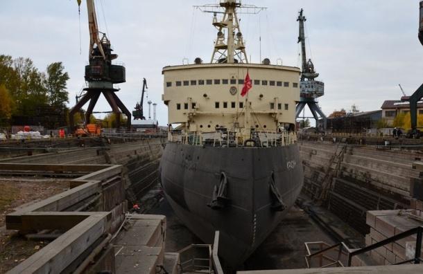 Ледокол-музей «Красин» вернулся на место постоянной стоянки после ремонта