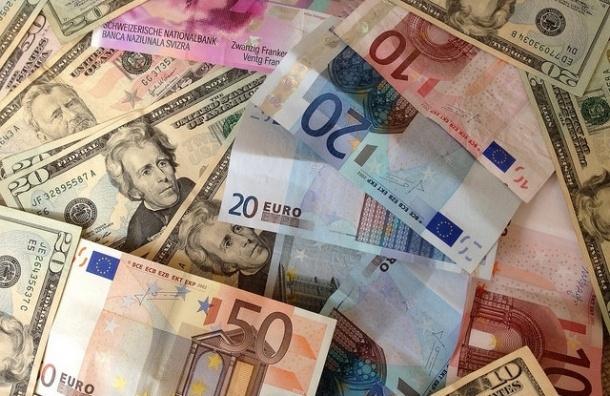 Евро вырос до 60 рублей, доллар – до 48