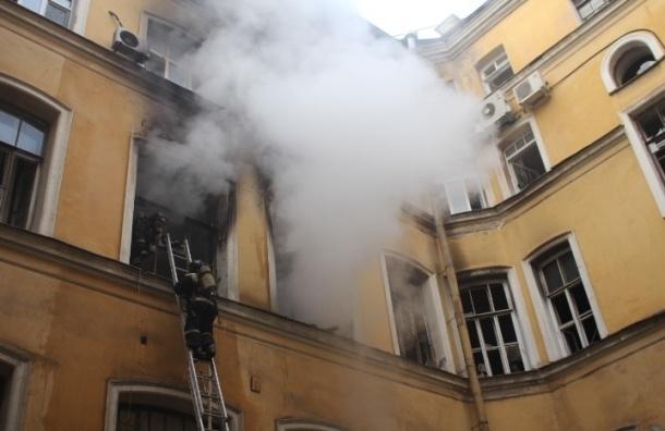 Пожару в бизнес-центре «Галерный двор» присвоили повышенный номер сложности
