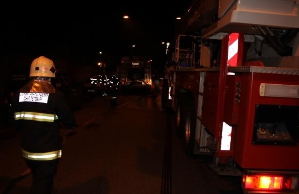 Под Петербургом горят мебельные ангары на площади в 10 тыс. кв. м
