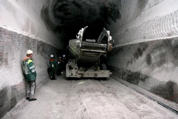 Опубликованы снимки провала грунта в Соликамске: Фото
