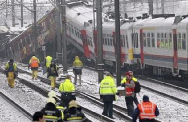 На Урале локомотив столкнулся с пассажирским поездом