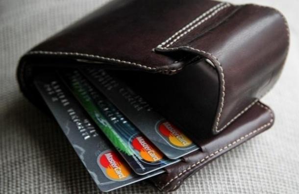 Путин разрешил выбирать банк-эмитент зарплатной карты