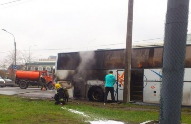 В Петербурге загорелся автобус с детьми