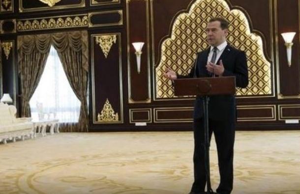 Медведев заявил о возможном продлении продуктового эмбарго