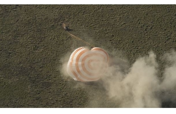 Экипаж МКС штатно приземлился в казахстанской степи