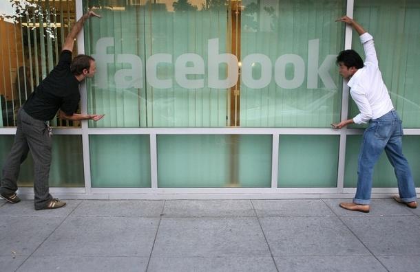 Facebook c 2015 года откроет персональные данные россиян третьим лицам