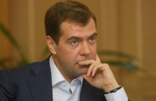 Медведев допустил пересмотр госбюджета из-за падения цен на нефть