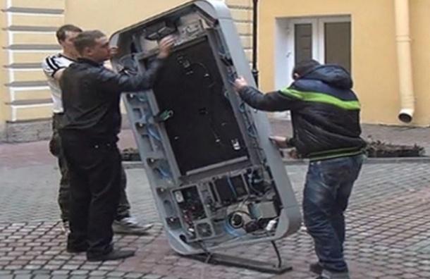 В Петербурге памятник Стиву Джобсу решили уничтожить публично