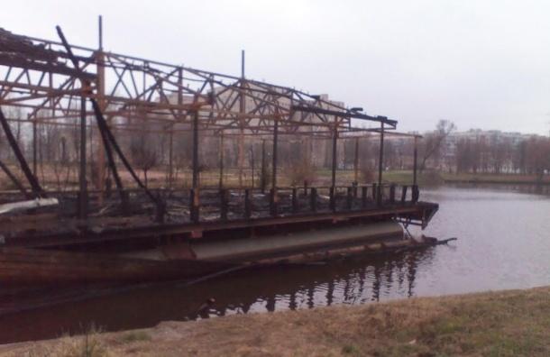 Жители просят очистить Муринский ручей от строительных обломков