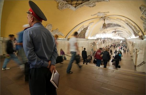 В Москве полицейского уволили за секс с задержанной в метро
