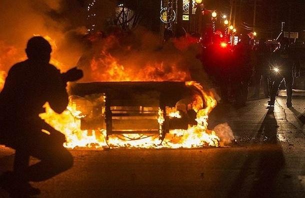 В Фергюсоне полиция задержала 29 человек в ходе массовых беспорядков