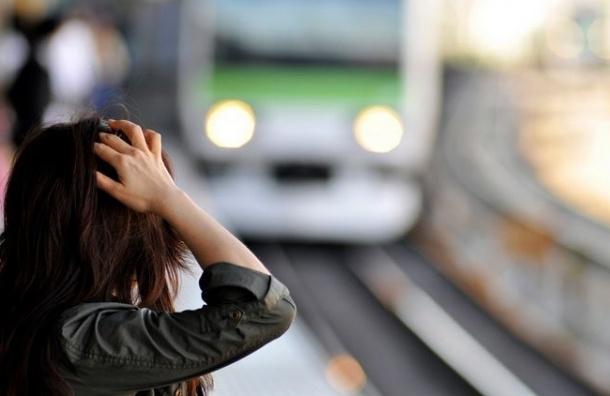 В московском метро женщина бросилась под поезд