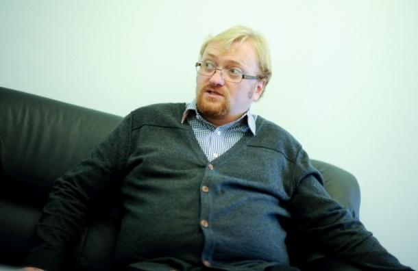 Сенатор Добрынин просит проверить фото Милонова  на предмет разжигания межнациональной розни