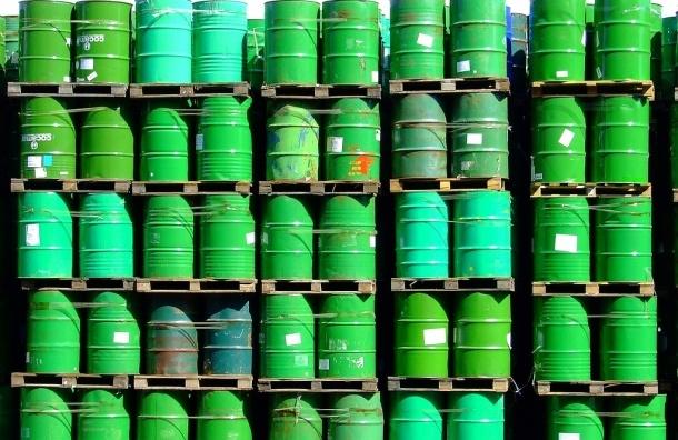 Цена на нефть марки Brent упала ниже 80 долларов впервые за 5 лет