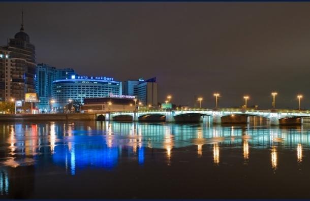В Петербурге в ночь на 7 ноября разведут вне графика три моста