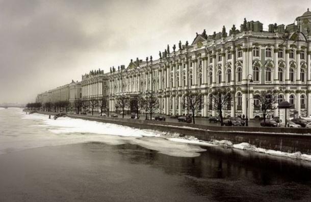 Петербуржец прыгнул в Неву с Дворцового моста
