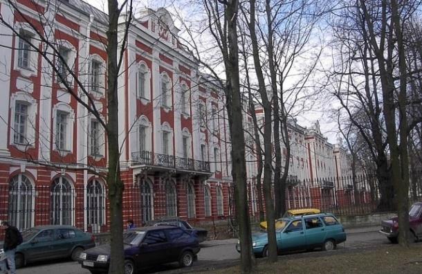 СПбГУ эвакуировали из-за сообщения о бомбе