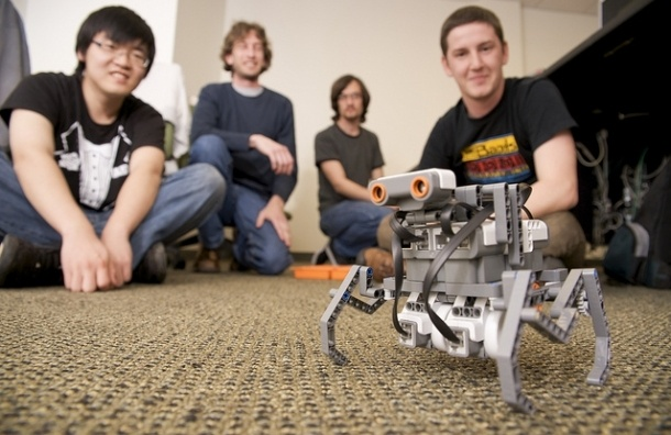 В российских школах будут преподавать робототехнику