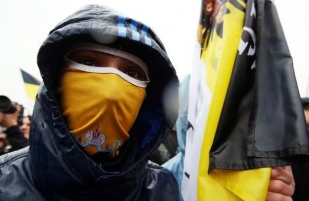 Националисты прошли по Невскому несанкционированным шествием