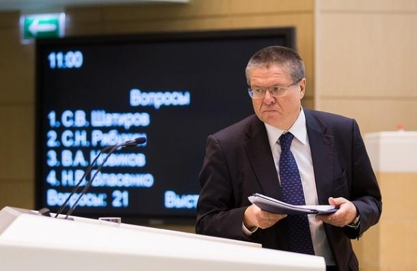 Глава МЭР Улюкаев назвал курс рубля неестественно заниженным